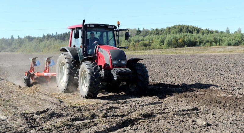 В Тверской области продолжаются весенне-полевые работы