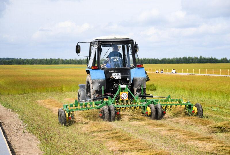 Льносеющие предприятия Тверской области получат господдержку на приобретение техники в увеличенном размере