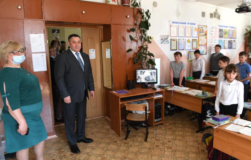 Губернатор поручил завершить ремонт кровли в калязинской школе к началу учебного года