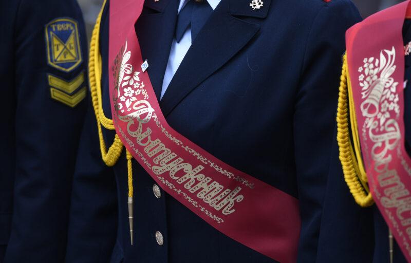Губернатор поздравил с окончанием школы выпускников кадетской роты
