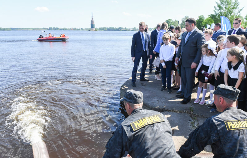 Игорь Руденя принял участие в зарыблении водоемов Верхневолжья