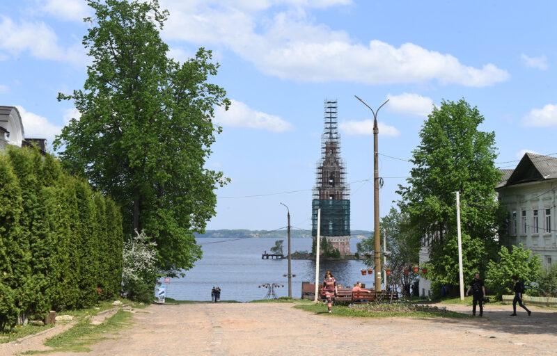 Губернатор Игорь Руденя проинспектировал ход работ по реставрации Николаевской колокольни в Калязине