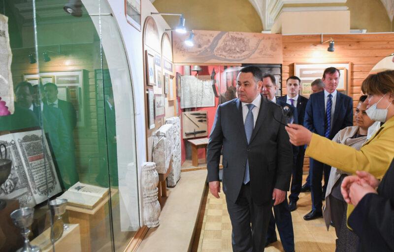 Игорь Руденя в Калязине ознакомился с планами реставрации Дома купцов Полежаевых, где разместят краеведческий музей