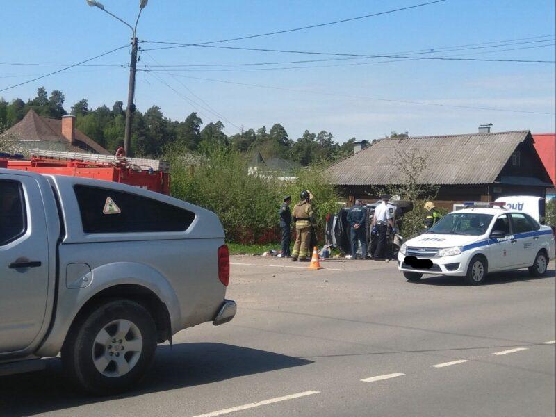 В Конаково водитель погиб от столкновения со столбом