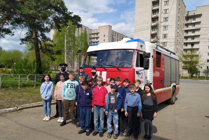 В Твери для подростков организовали посещение аварийно-спасательной службы