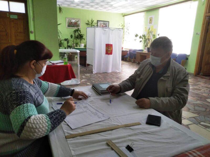 С самого утра жители Верхневолжья принимают участие в предварительном голосовании
