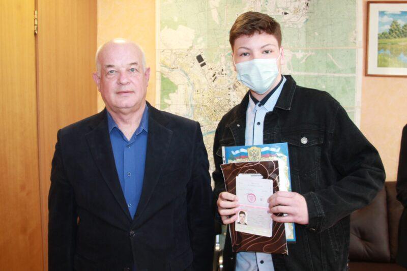 В День молодого избирателя в Нелидово вручали паспорта