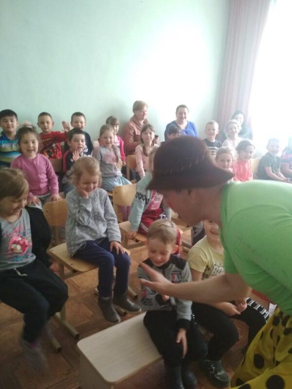 Гастролирующий цирк подарил праздник ребятам из Ржевского района