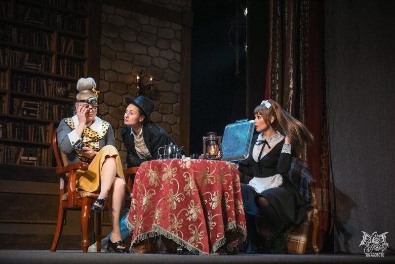 Восемь женщин продемонстрируют любовь на сцене драмтеатра в Твери