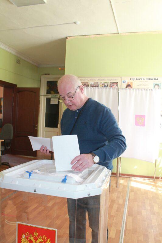 Александр Крючков проголосовал на праймериз одним из первых