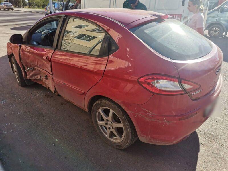 Во Ржеве произошла авария с участием двух автомобилей