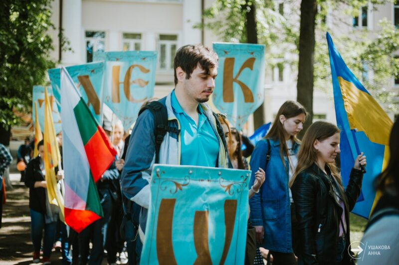 У памятника Кириллу и Мефодию в Твери прошло мероприятие в честь дня славянской письменности и культуры