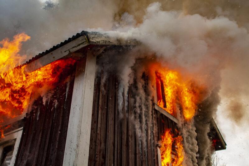 Останки мужчины нашли на месте пожара в Тверской области