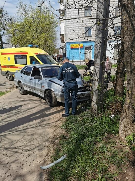 В Твери пьяный водитель испортил фонарный столб