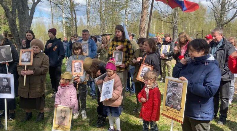 В Нелидовском городском округе члены дома культуры посетили братские захоронения