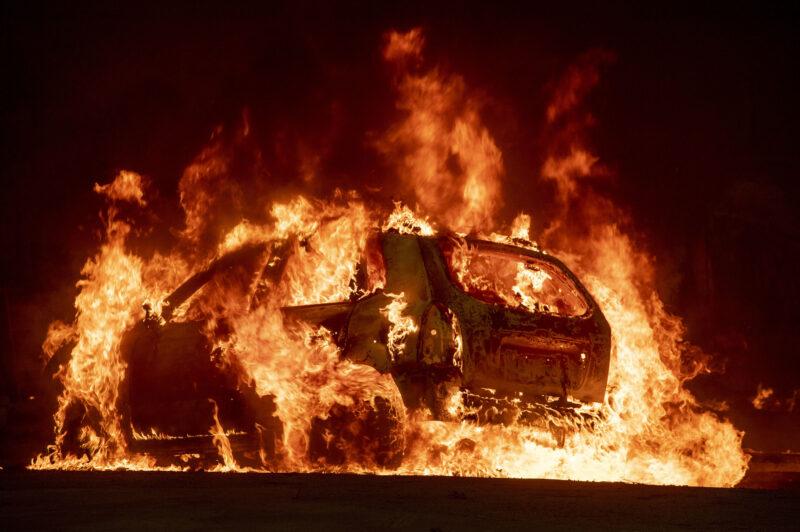 В Торжке сгорел образец русского автопрома