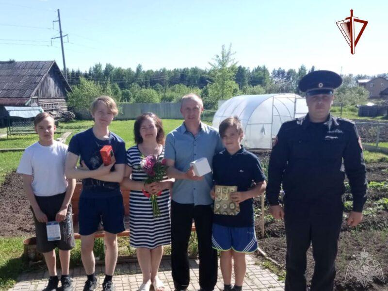 Росгвардейцы Тверской области посетили многодетную семью своего коллеги