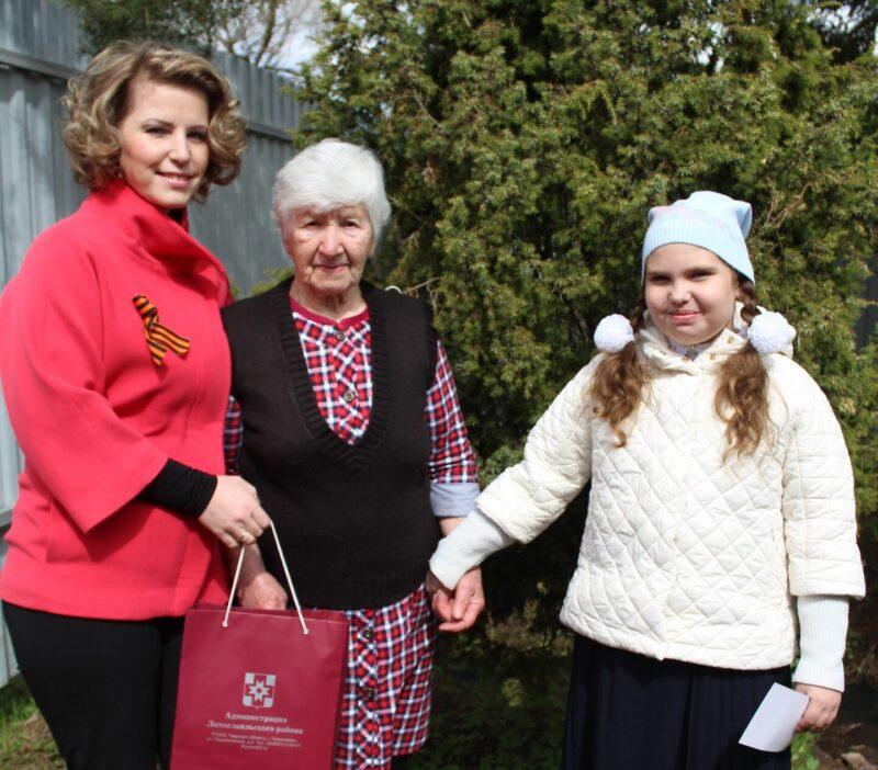 В Лихославльском районе жительницу поздравили с 90-летним юбилеем