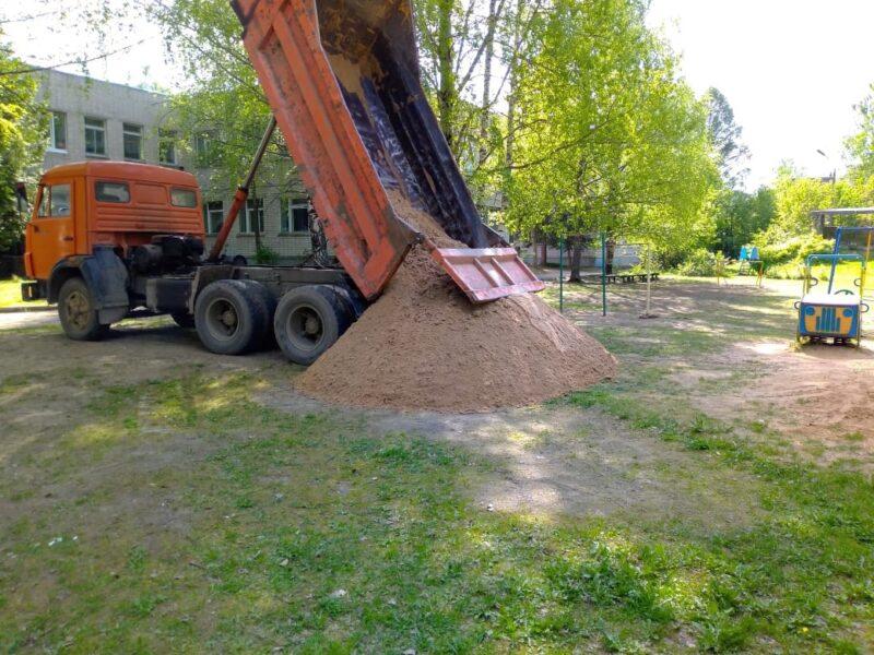 Территории продолжают благоустраивать в поселке Новозавидовский Тверской области