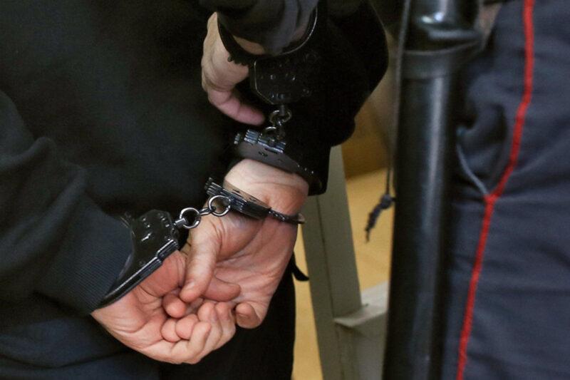 Неработающий житель украл планшет в одном из кафе Твери