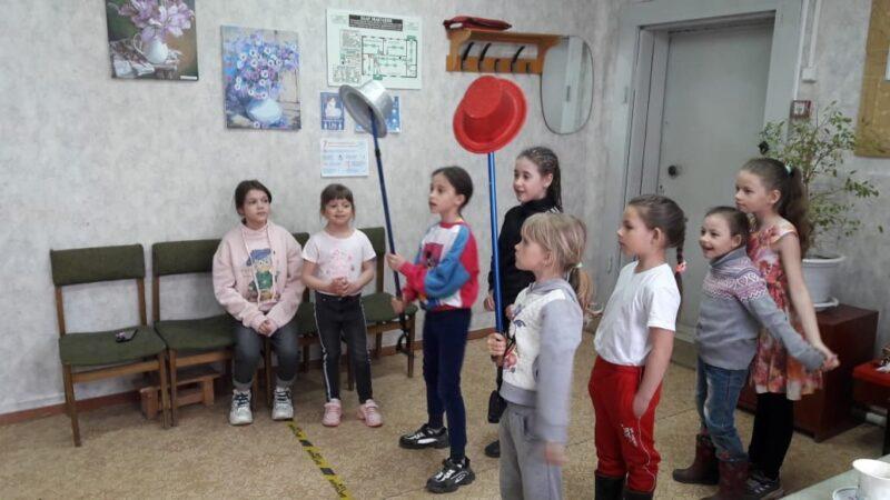 В Ржевском районе отметили годовщину публикации книги Льюиса Кэрролла