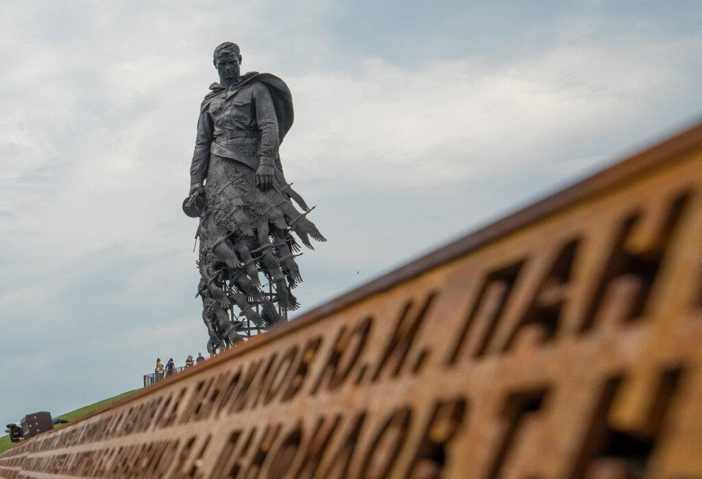 Над Ржевским мемориалом Советскому солдату запустят 1000 беспилотников в честь Дня Победы