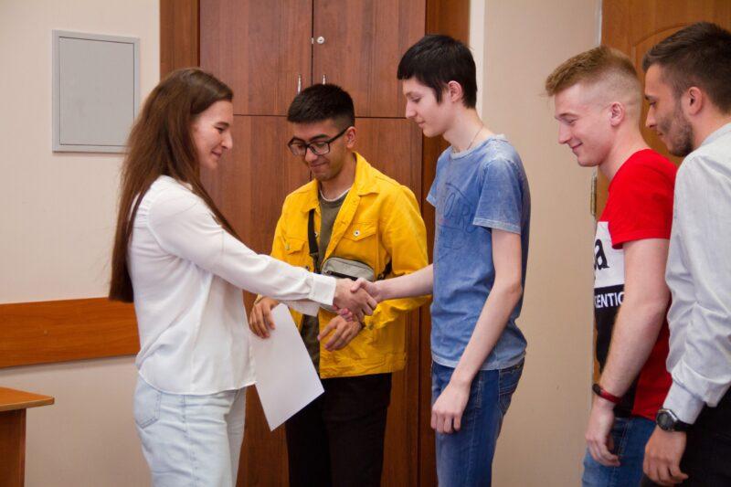 Студенты-спортсмены ТвГУ встретились со знаменитой тверской лыжницей Натальей Непряевой