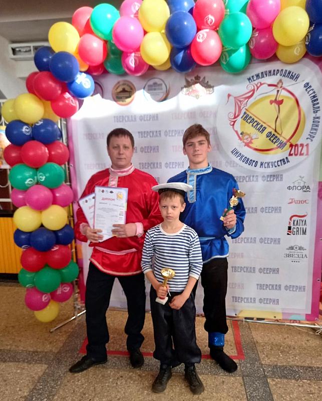 Юные жонглёры и акробаты из Торопца выступили в Тверском цирке