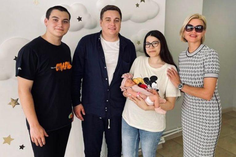Вдова тверского шансонье Михаила Круга стала бабушкой