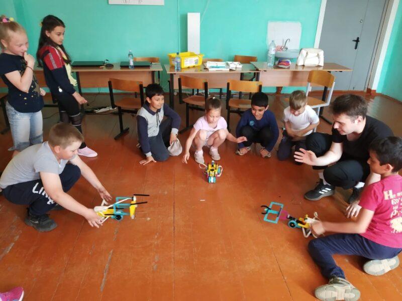 В детский школьный лагерь прилетели дроны и пришли роботы