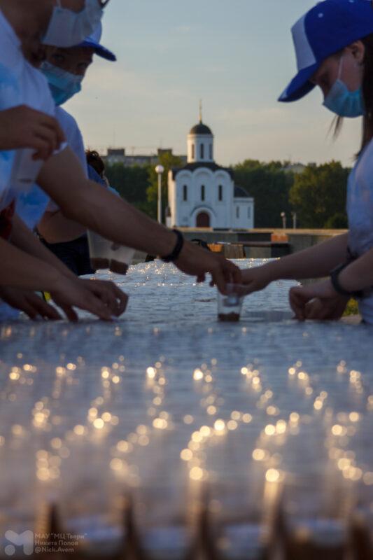 В городах воинской славы Тверской области создали изображения из свечей в честь Великой Победы