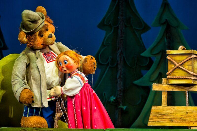 Историю Машеньки и Медведя покажут на сцене Тверского театра кукол