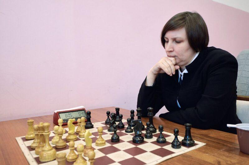 Судья по шахматам из Кимр привилась от коронавируса для участия в турнирах