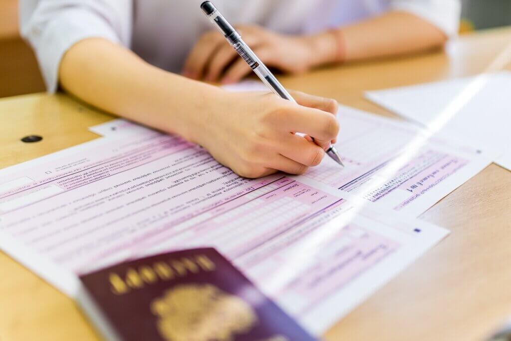 Выпускники школ Тверской области сдают Единый государственный экзамен по русскому языку