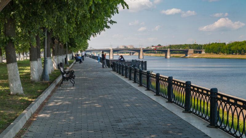 Набережная Степана Разина будет пешеходной зоной по выходным до конца лета
