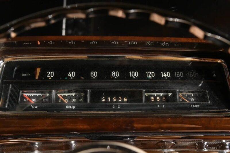 В Твери выставлен на продажу эксклюзивный кабриолет 1959 года