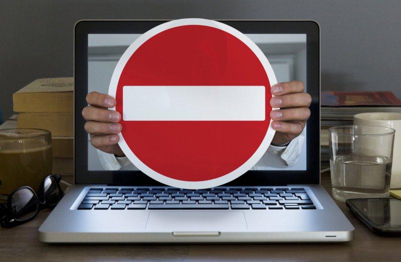 Женщину из Твери оштрафовали за размещение уголовной символики
