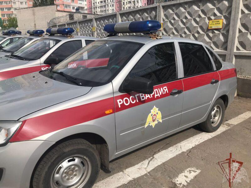 Росгвардейцы в Кашине задержали взломщика магазина