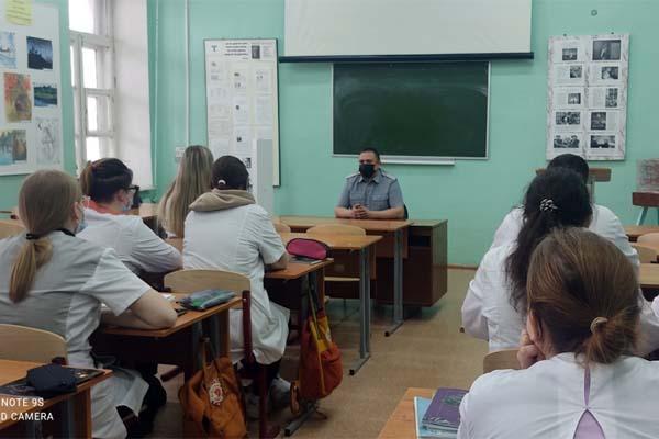 Во Ржеве сотрудник УФСИН провёл профилактическую беседу со студентами-медиками