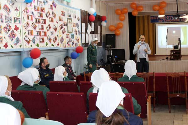 В исправительных колониях Тверской области волонтеры рассказали о пользе здорового образа жизни