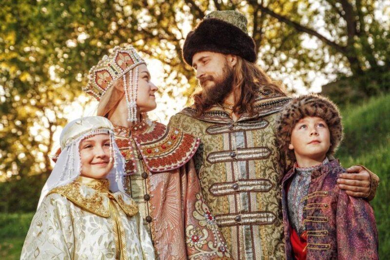 В Твери проходит фотовыставка Александры Благининой «Благоверные князья Пётр и Феврония»