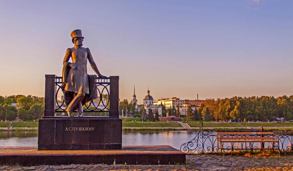 На набережной Городского сада призывают читать Пушкина