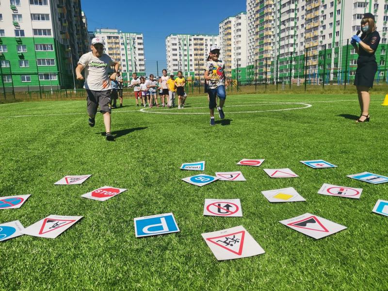 Сотрудники ГАИ организовали для детей мероприятие «Лето прекрасно - когда безопасно»