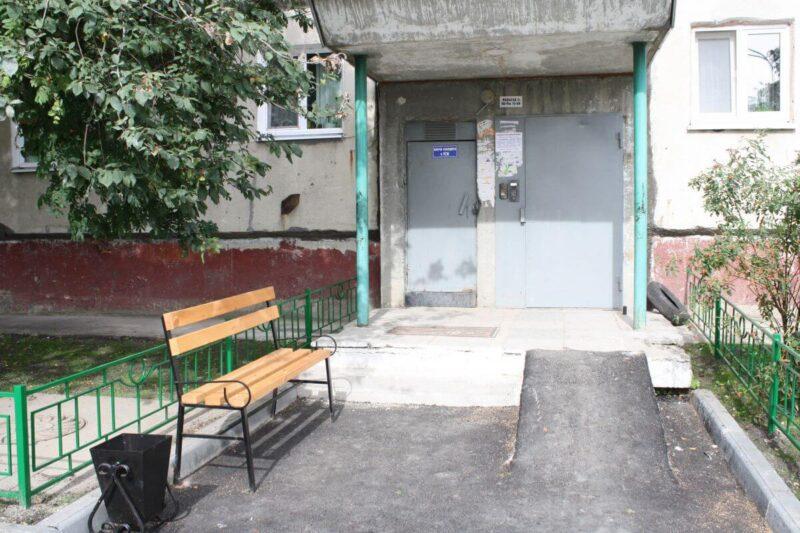 Житель Тверской области уснул на лавочке и остался без денег