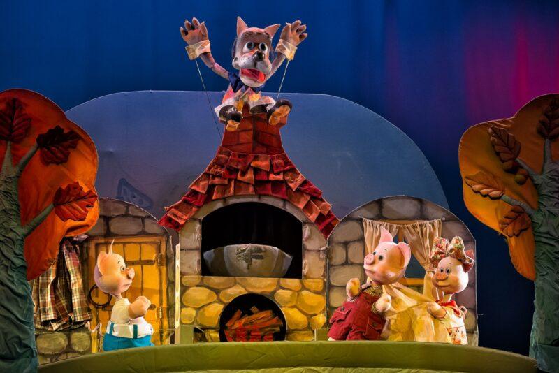 В Тверском театре кукол покажут спектакль о трех поросятах и Волке