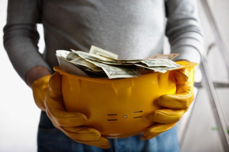 В Твери пенсионерка вместо ремонта лишилась денег