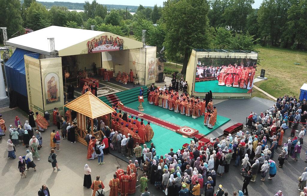 Больше 5,5 тысячи паломников приняли участие в праздновании 500-летия обретения мощей преподобного Макария Калязинского в Тверской области