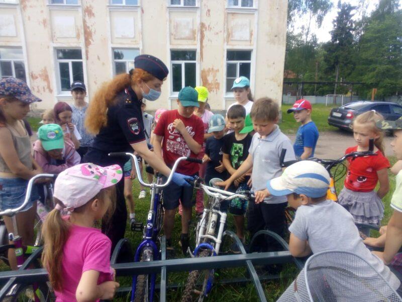 В Бологовском районе сотрудники ГИБДД посетили два пришкольных лагеря
