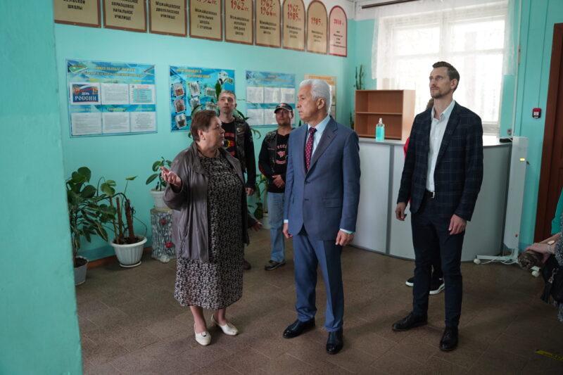 Владимир Васильев посетил школу в Мирное Торжокского района