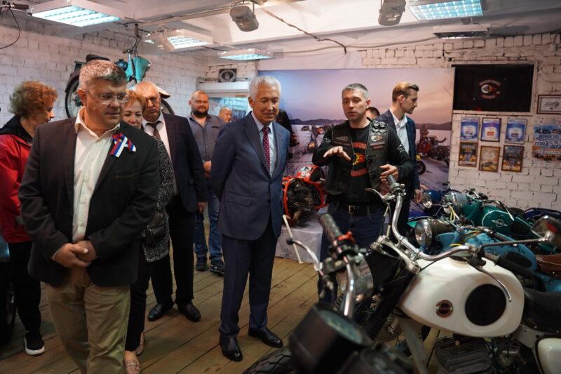 Владимир Васильев посетил музей мототехники Торжокского района
